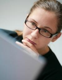 étudier, lire attentivement