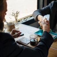 Vous êtes un fin négociateur ou aspirez à le devenir ? Commencez par ces 10 astuces de Chris Croft !
