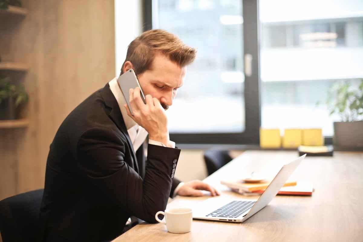 Comment s'y prendre pour mener des discussions téléphoniques professionnelles efficaces ?