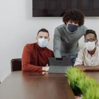 Avec le télétravail en hybride, voici 4 conseils pour tirer le meilleur parti du temps de bureau limité.